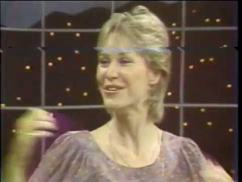 E T - PHONE HOME -  DEE WALLACE (The Mom) on Mike Douglas