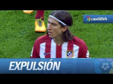 Expulsión de Filipe Luis por un plantillazo a Messi