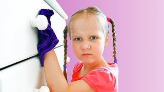 Kids Pretend Play with Cleaning Toys! Yulya helps Mommy
