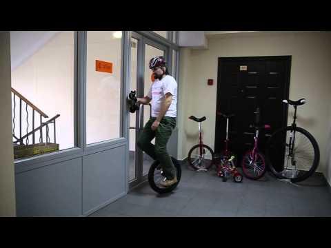 Вопрос: Как ездить на одноколесном велосипеде?