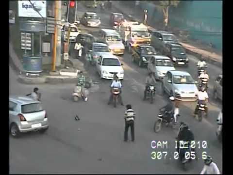 Signal Jumping Accident by Hyderabad Traffic Police