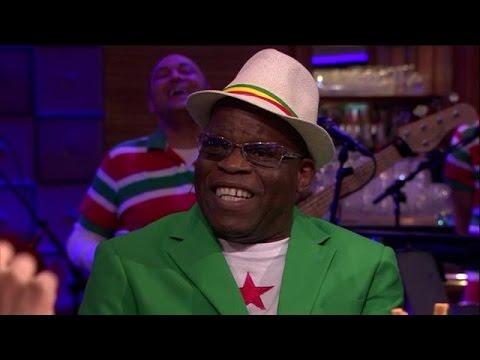 Surinaamse muziek schuin en dubbelzinnig  RTL LATE
