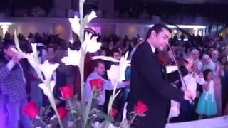 شاهد .. ساحر تونسي يحتفل بزفافه طائرا في الهواء
