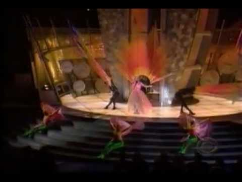► Britney Spears - From The Bottom Of My Broken Heart & Baby One More Time - Grammy 2000 [VIDEO]