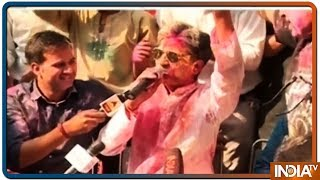 Kumar Vishwas Takes Dig At Political Leaders Through Poetry During Holi Celebrations
