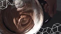 Suklaamousse suolahiutaleiden kera.