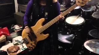 女子中学生 bassを弾いてみた.