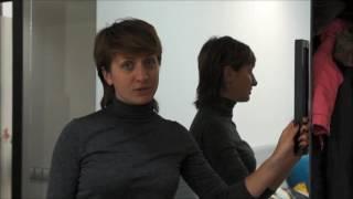 видео Зеркальные двери купе в кладовку, межкомнатные и распашные варианты