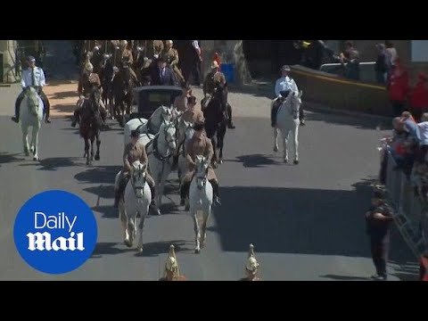 Horses take to the streets of Windsor for royal wedding rehearsal - Daily Mail