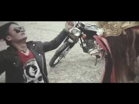 LOLOT BAND - BEDA TIPIS (OFFICIAL VIDEO CLIP) ALBUM MANUSA RAKSASA