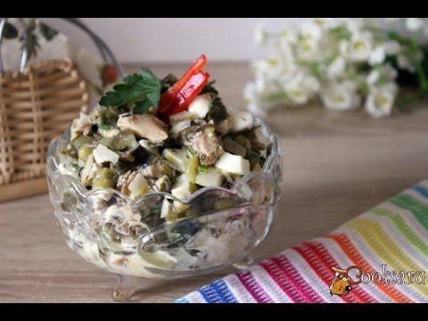 Салат с консервированной скумбрией и морской капустой