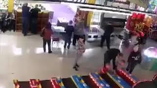 Начало пожара в торговом центре в Кемерове
