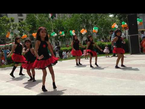 zoobi doobi 3 idiots dance performance by Priya and friends