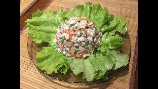 Салат с копченой курицей, креветками и красной икрой