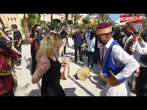 "Carnaval Yasmine Hammamet: les touristes vibrent au son du ""Stambeli"""