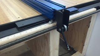 Table saw fence with incremental positioning
