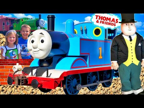 THOMAS AND FRIENDS PERCY SIR TOPHAM HATT AT TIDMOUTH SHEDS! HUGE RAILWAY COLLECTION OF TRAINS TOYS