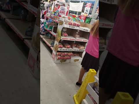 Family Dollar Store Manager Fighting With A Thief .