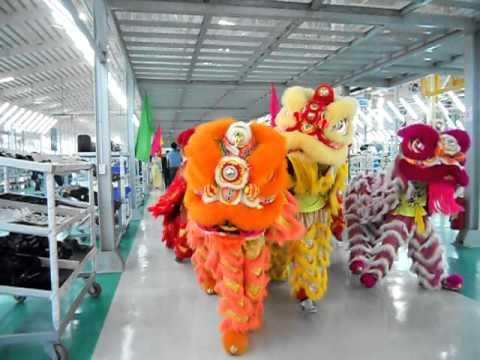 Lion Dance Viet Nam _ Đoàn lân sư rồng Bạch Ngọc Đường _ Huế ( 0909309446 ) MAZDA 2