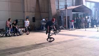 サイクルモード2012 BMXフラットランド パフォーマンス 世界1位のパフォ...
