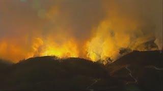 KALIFORNIEN: Feuer wachsen zu gigantischen Flächenbrand zusammen