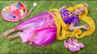 София как Принцесса Рапунцель, Играет с детской парикмахерской