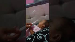 Gambar cover Bayi 6 bulan makan pertama...