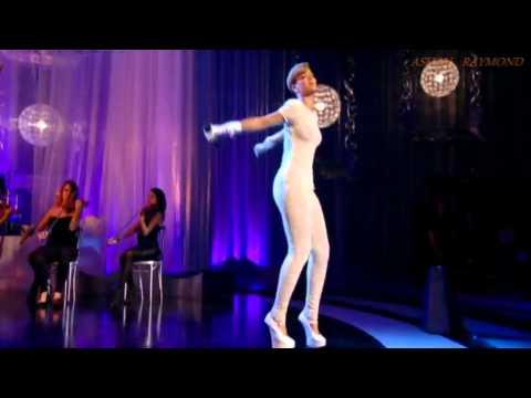 Rihanna - Russian Roulette-  LIVE