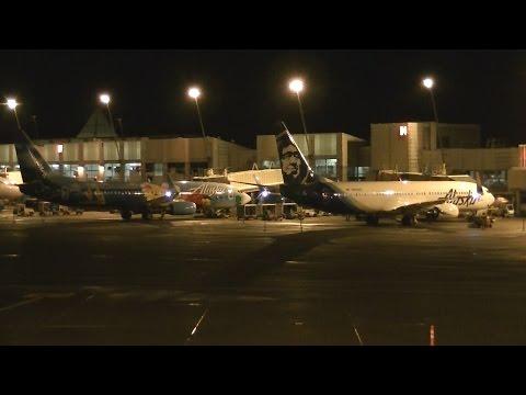 Seattle-Tacoma Airport (KSEA) Terminal Night Spotting!