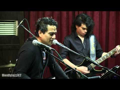 Indra Lesmana ft. Eva Celia - Bujangan @ Mostly Jazz 31/01/14 [HD]