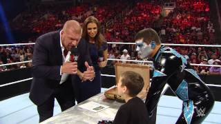 WWE Drax Shadow signing after Raw Aug. 2015