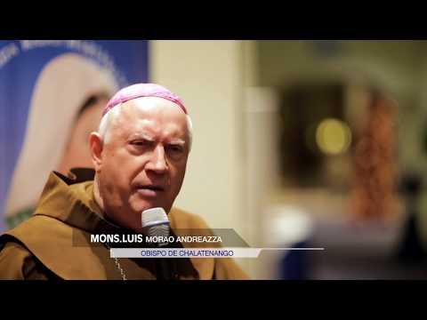 Monseñor  Luis Morao en cena navideña 2017 de Radio María El Salvador