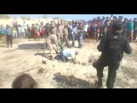 Un forense mamado cayó sobre un cadáver