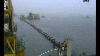 Прокладка полиэтиленовой трубы по дну затоки.(Прокладка полиэтиленовой трубы по дну затоки в Гданьске. http://wkgroup.com.ua., 2011-11-26T10:15:10.000Z)