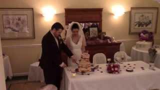СВАДЬБА В США : жених и невеста режут торт | WEDDING IN THE USA: Groom and Bride Cutting the Cake