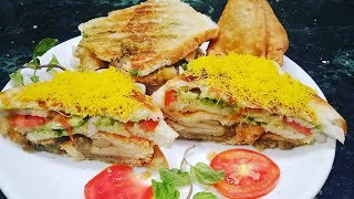 Samosa sandwich // street food // cheese samosa sandwich