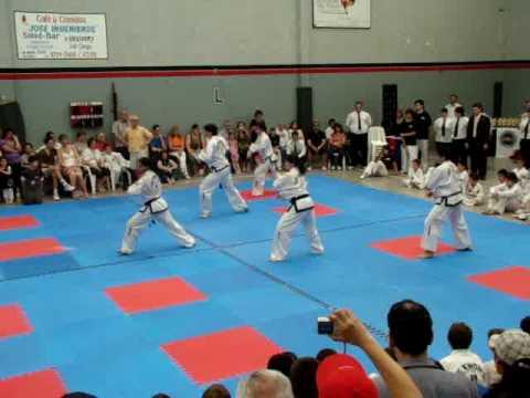 taekwondo pyong-ahn forma por equipo exhibicion