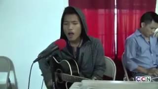 David lai play guitar and sing