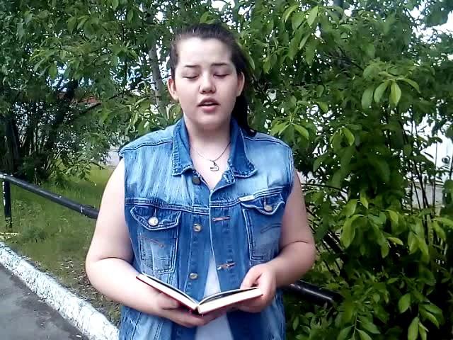 Изображение предпросмотра прочтения – НадеждаМаринцева читает произведение «Демону» Н.А.Некрасова