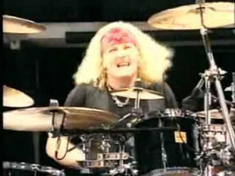 solo de bateria de Matt Sorum e Duff McKagan no show do Guns N' Roses-Paris