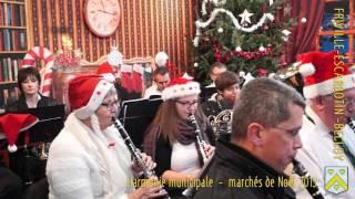 L'harmonie municipale de Friville-Escarbotin sur le stand du père noël