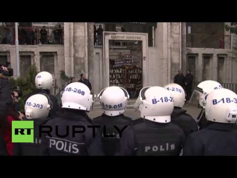 Turkey: Protesters clash with security at Istanbul University campus