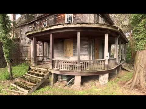 Thumbnail: Abandoned house in the woods with old cars