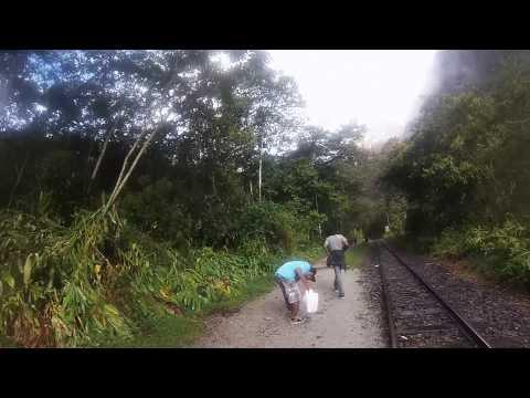Caminata desde Hidroelectrica hasta MachuPicchu Pueblo