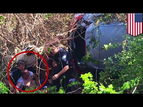 Heroes form human chain to rescue man from burning car in Palm Beach, Florida - TomoNews