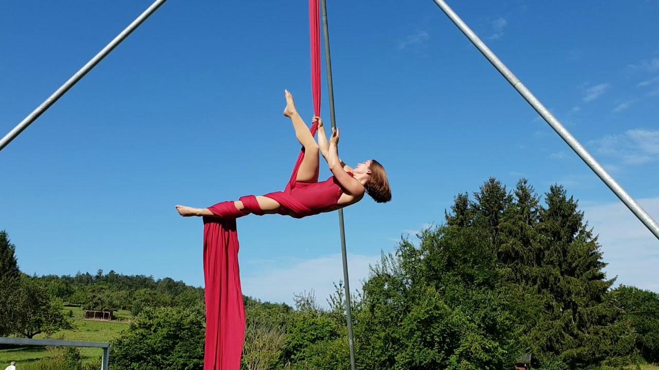 Julia Wahl: Aerial Silk Show
