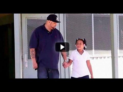 Padre va a recoger a a su hija a la escuela y descubre que era víctima de bullying.
