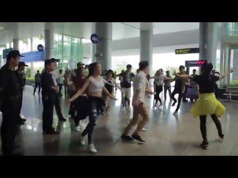 Màn tỏ tình cầu hôn tại sân bay quốc tế Đà Nẵng