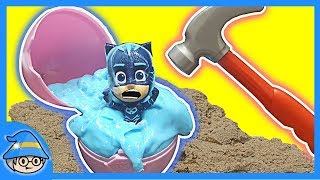 PJ Masks trapped in a surprise egg! Rescue the PJ Masks from the liquid slime.