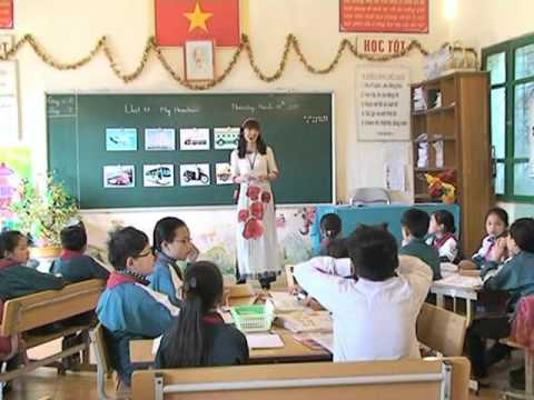 Tiết dạy tiếng Anh của cô giáo Hà Thu Hiền trường tiểu học Thị trấn Sa Pa
